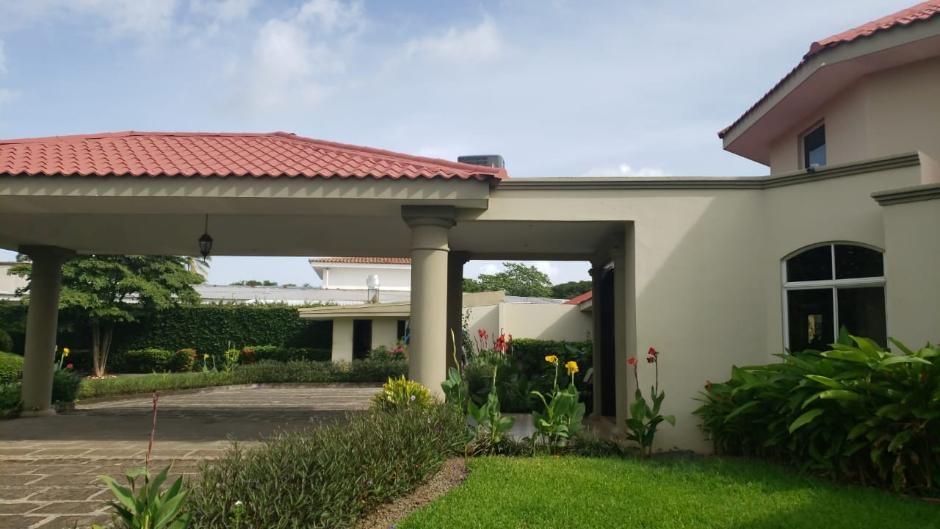 Preciosa casa en las Colinas con amplios espacios y piscina,