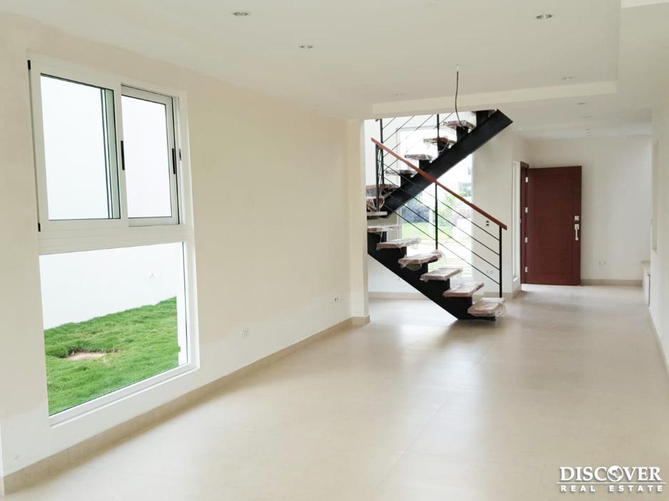 Casa nueva en renta en condominio de Villa Fontana.