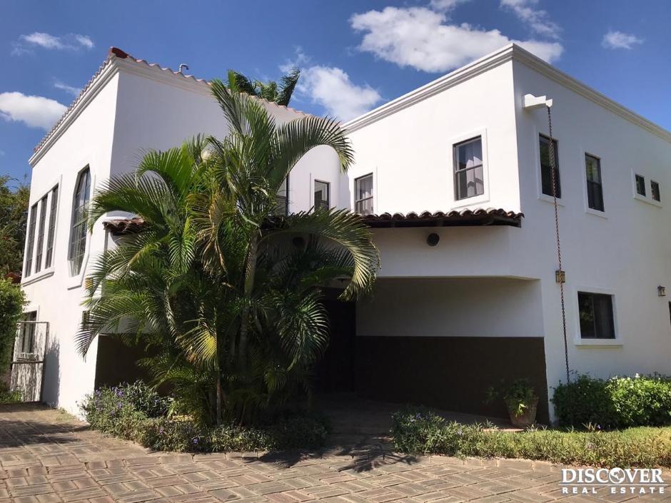 Casa en Alquiler en Condominio la Condesa, Estancia de Santo Domingo.