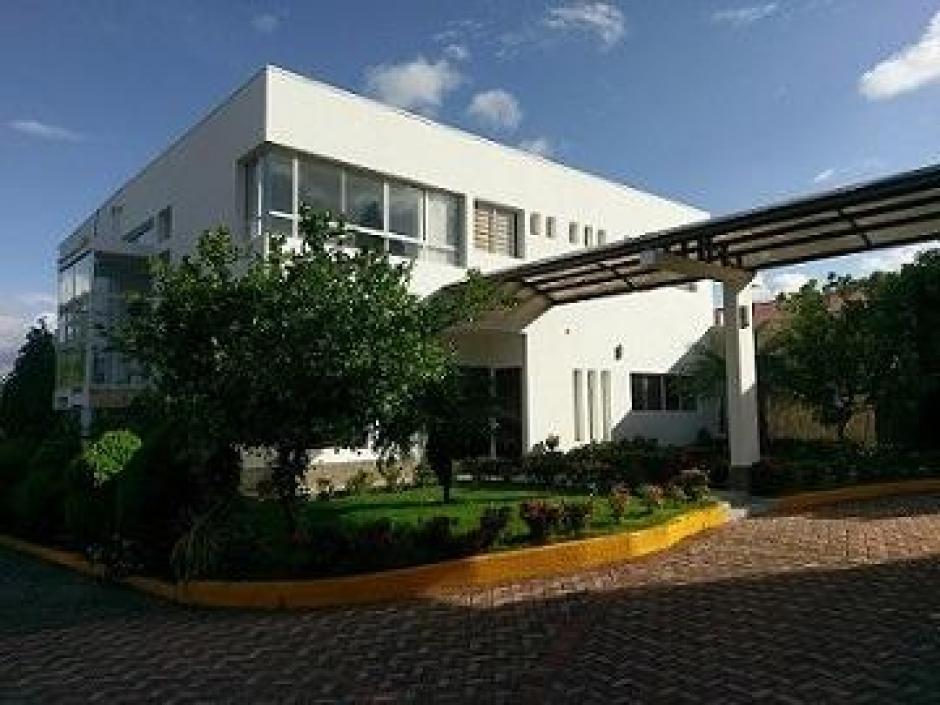 Se Vende y Renta hermosa propiedad de dos plantas en Carretera Sur.