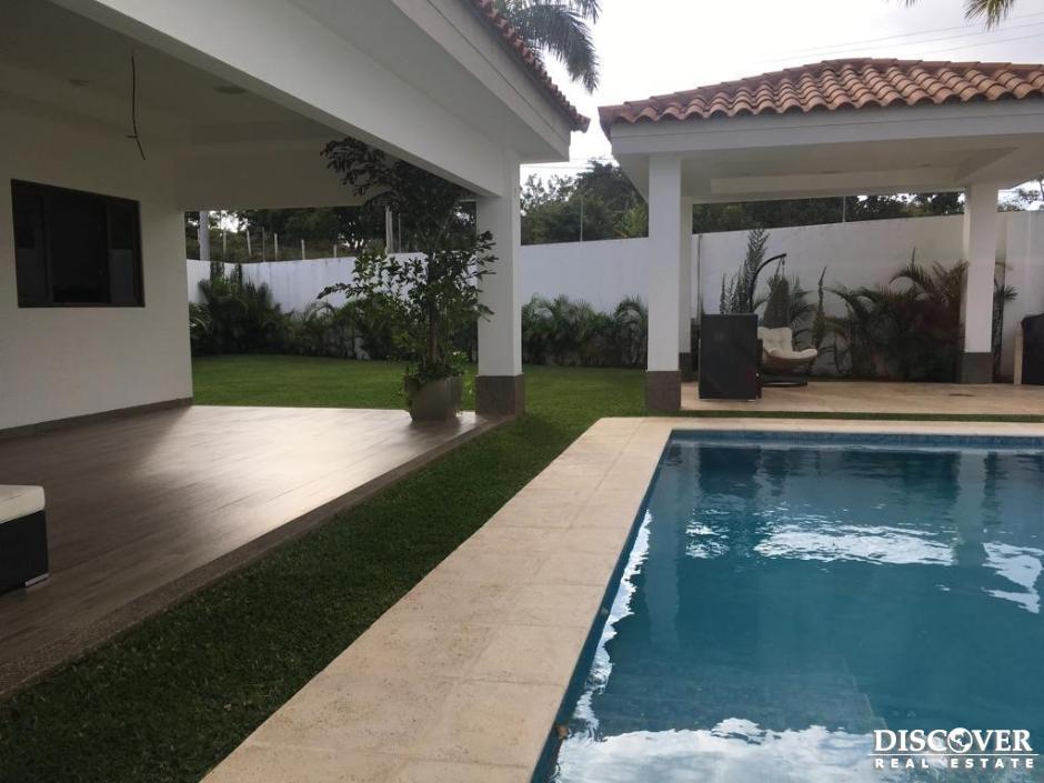 Casa en venta-renta en Condominio Santa Lucia