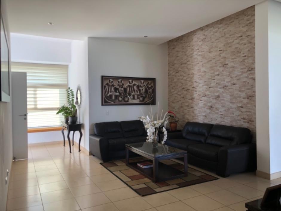 ID 11900 Venta de hermosa casa en Las Colinas