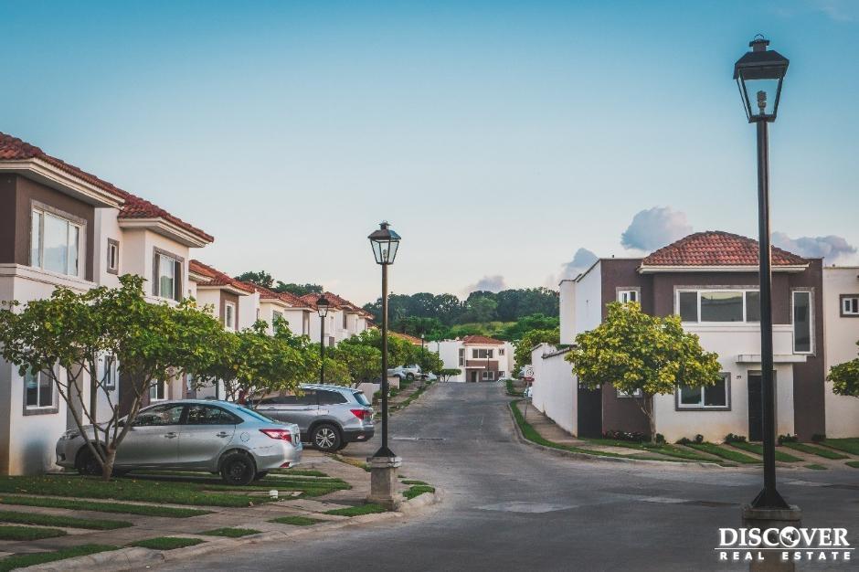 Casa en Venta-Renta en Portal de las Colinas.