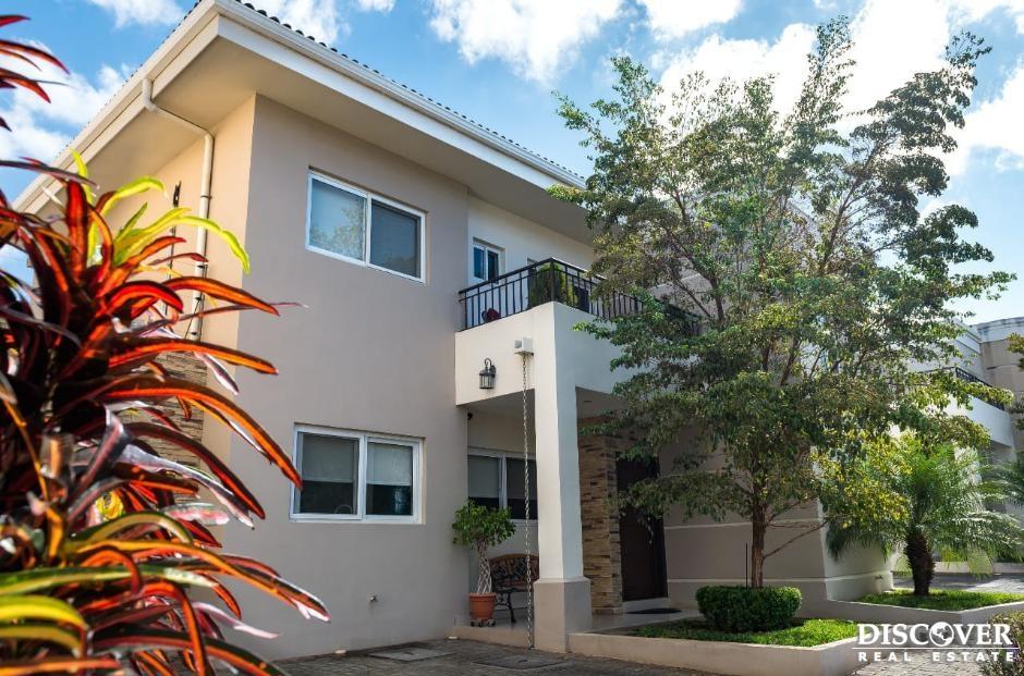 Casa de 2 niveles en Venta en Condominio Hacienda del Bosque
