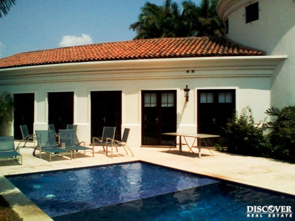 Apartamento en alquiler ubicado en Santo Domingo.