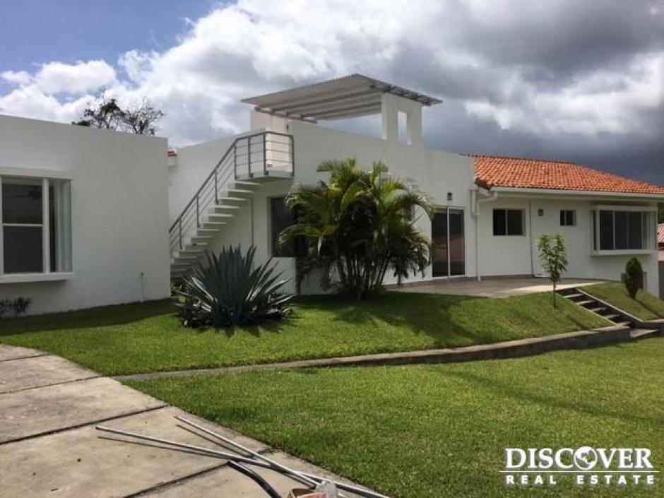 Bella Casa en Venta en Jardines de Santo Domingo.