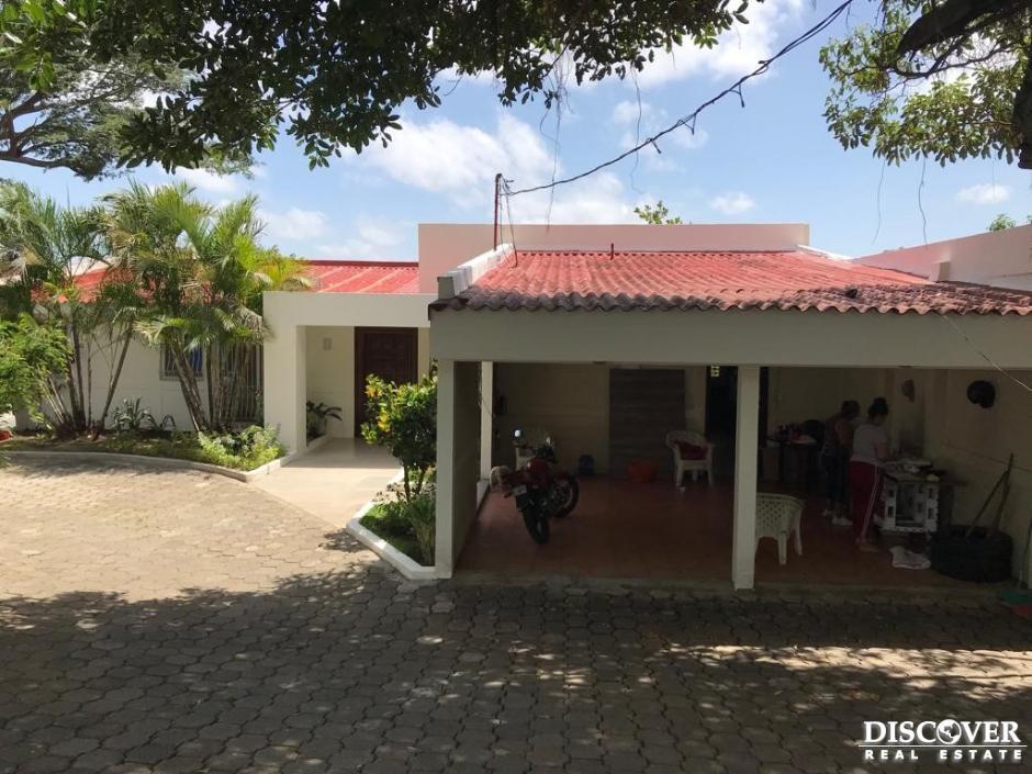 Casa en alquiler en Altos de Villa Fontana.