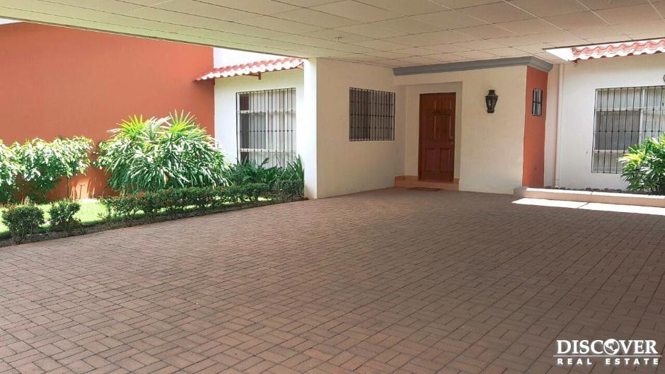 Casa en renta en Residencial Mirasol ubicado, en pista Jean Paul Genie
