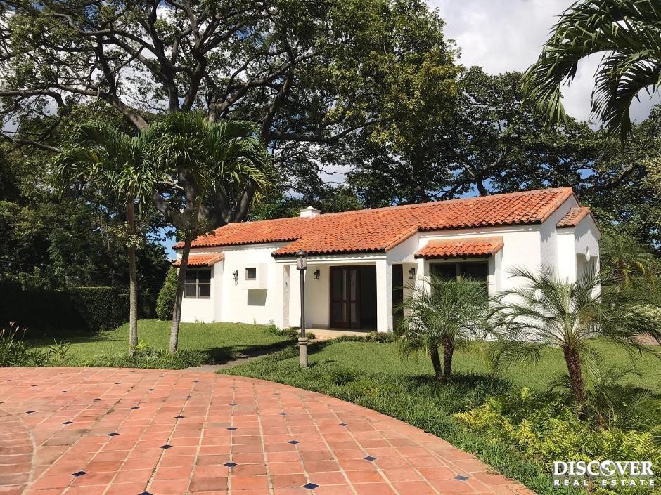 Casa exclusiva en venta- Renta en Portal del Bosque