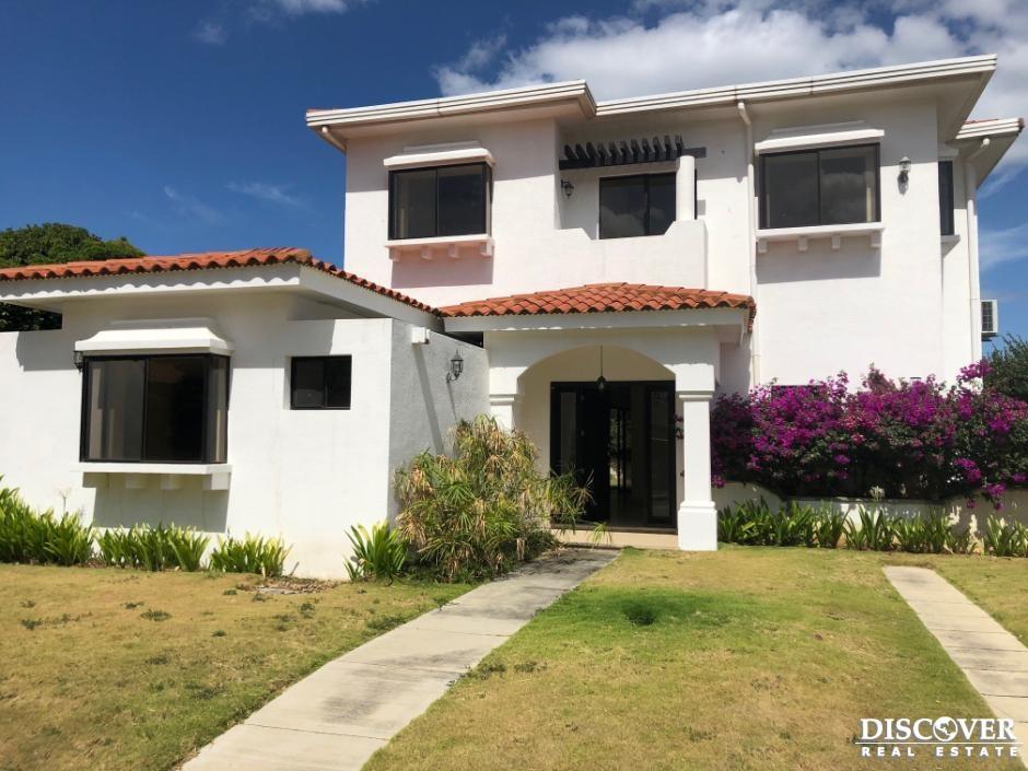 Casa en alquiler en Residencial San Cayetano.