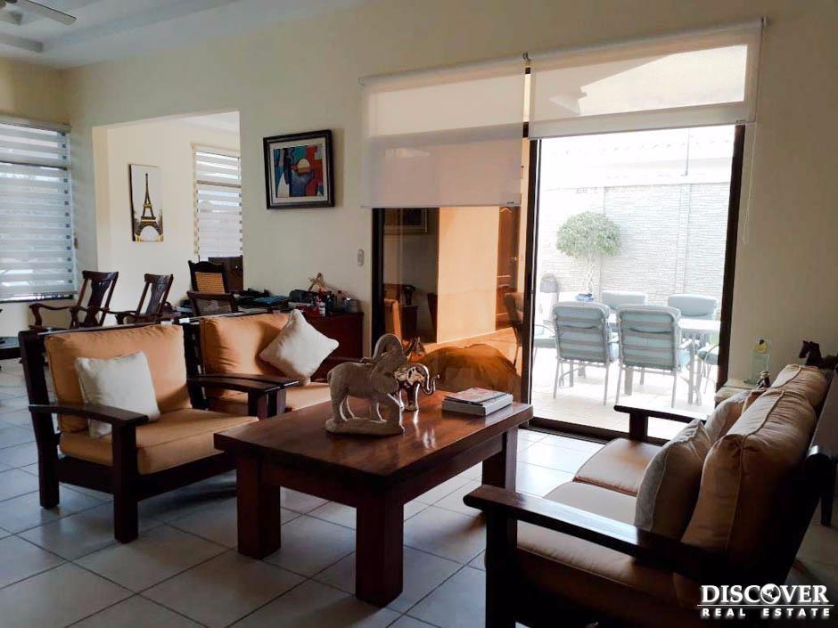 Hermosa casa en venta ubicada en residencial Lomas del Valle