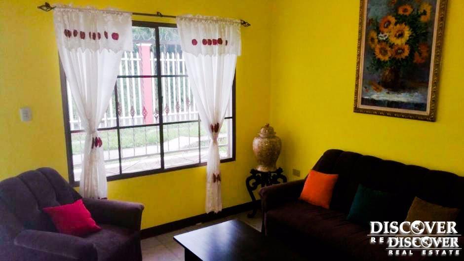 Linda casa en venta y renta ubicada en condominio
