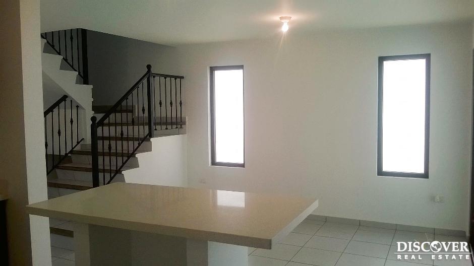 Moderna Casa de 2 niveles en Renta en Cortijo de La Sierra, Managua